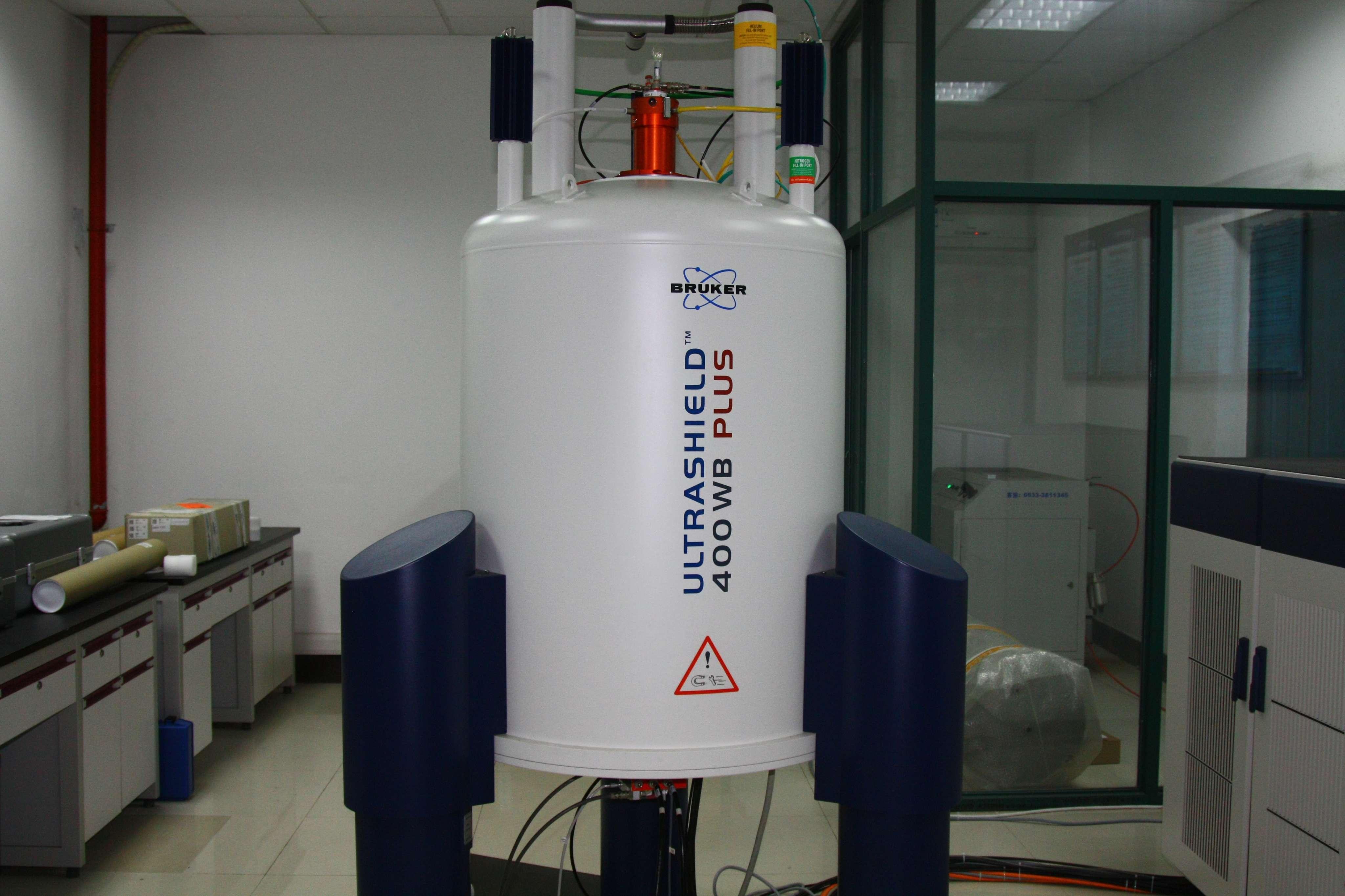 布鲁克400兆宽腔固体核磁共振波谱仪
